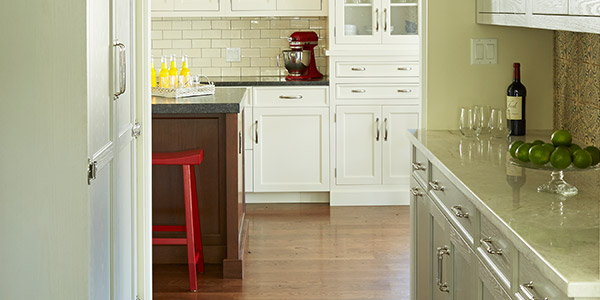 Antique white kitchen cabinets with textured glass design in Oak Park