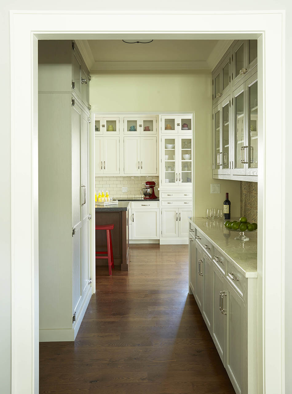 Antique white kitchen cabinets design with textured glass in Oak Park